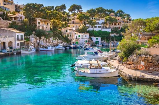 Le vieux port dans la calanque figuera à Majorque