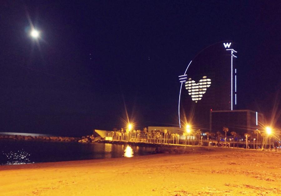 L'hôtel W de Barcelone en hommage aux personnels soignants